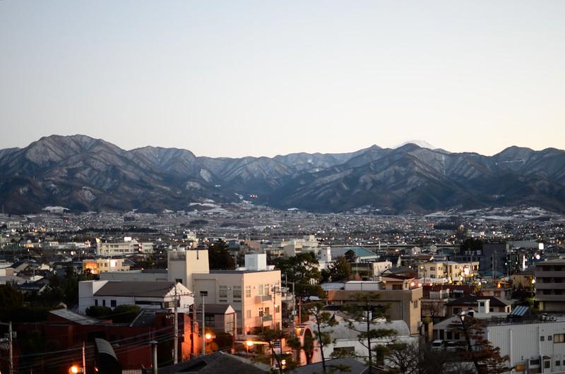 笛吹市街と富士山を望む(石和温泉より)